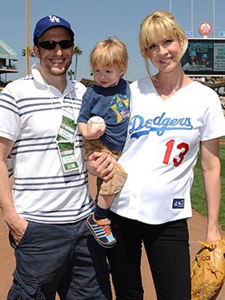 Jenna Elfman Bio Career Net Worth Salary Married Husband Tv