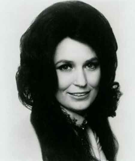 loretta lynn bio singer albums awards net worth house married