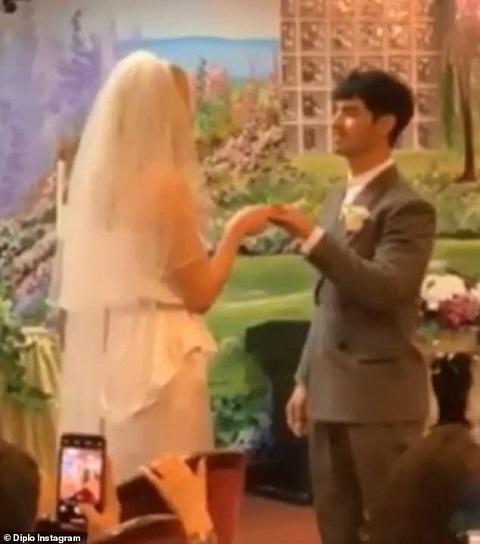 Joe Jonas Wedding: Joe Jonas And Sophie Turner Get Married In Las Vegas