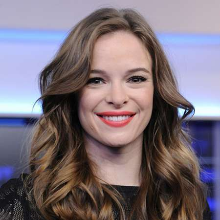 danielle panabaker bio affair married spouse salary