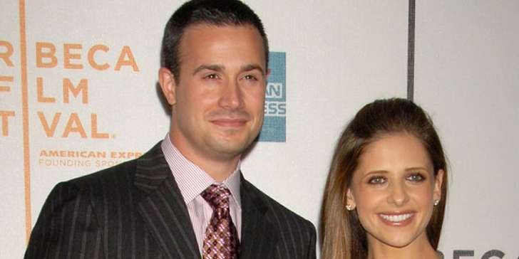 Sarah Michelle Gellar and Freddie Prinze, really make a good family together