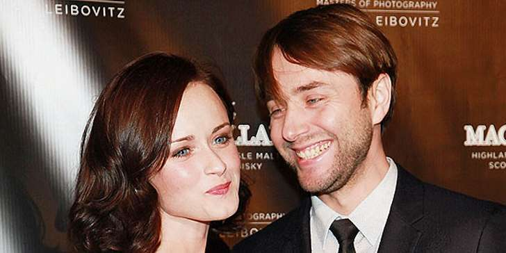 How is the marital relation of Alexis Bledel going on?