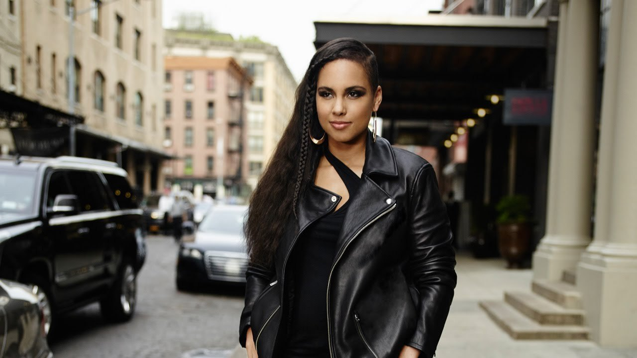 Alicia Keys performs 'Hallelujah'' on 'Saturday Night Live: See her performance and new songs!!