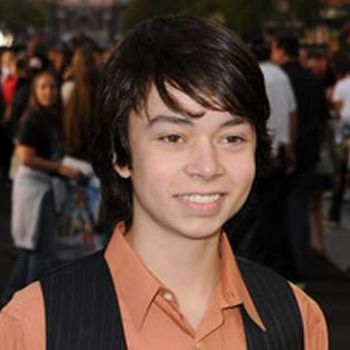 Have you heard of actor Noah Ringer's girlfriend? Who is the young actor dating these days?