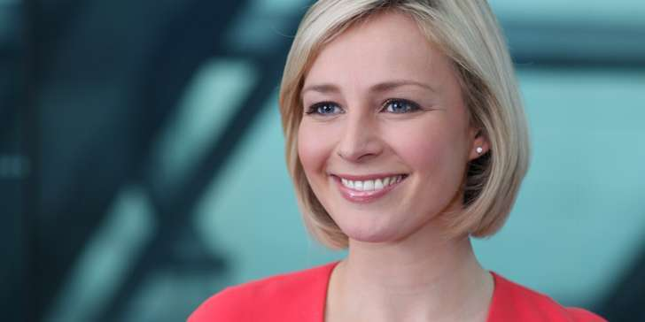 What do you know about British Journalist Caroline Hyde? Find details of her salary and net worth!