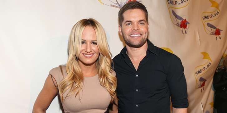 How is the marital relation of broadcaster Jenn Brown going on with actor Wes Chatham?