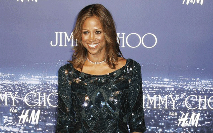 Is actress Stacey Dash single after being divorced 3 times and having 2 children?