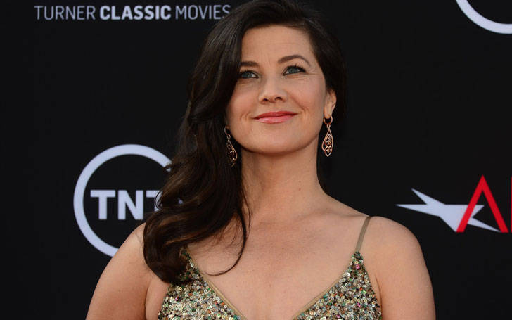 Actress Daphne Zuniga is not Married. But, rumor has it that she is in a relationship. Know it all, here