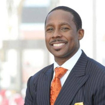 His Net Worth is $14 million in 2017. What's Desmond Howard Annual Salary?