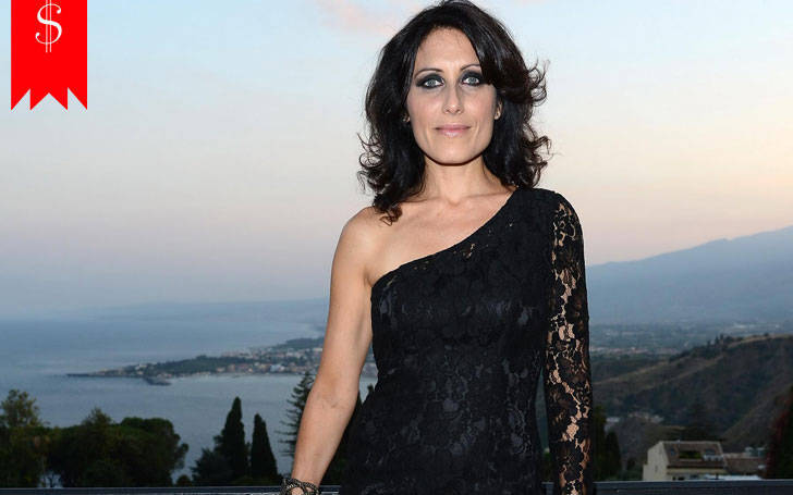 Actress Lisa Edelstein has the net worth of $6.5 million. Her sources of income - uncovered here