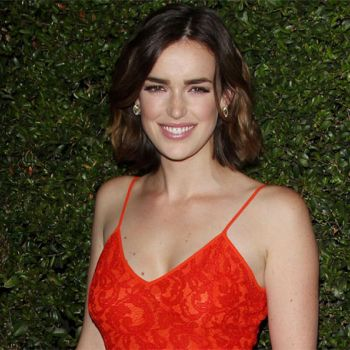 With whom is Actress Elizabeth Henstridge Dating Right Now? Know about her Boyfriend and Relationships!!