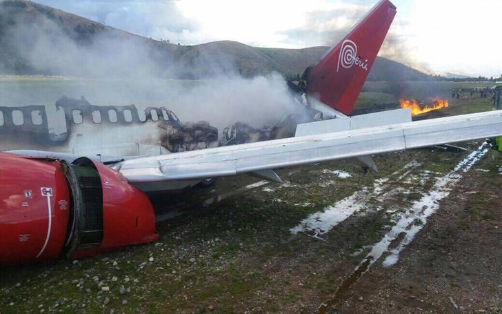 A Peruvian Airlines Crashed On Emergency Landing. Flames On Right Wing
