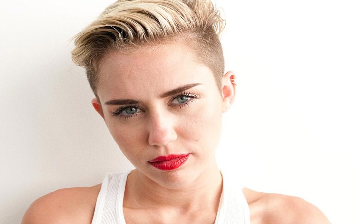 Following Amanda Seyfried, Miley Cyrus' Photos Go Viral On Internet