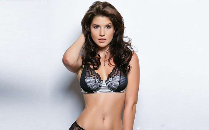 Amanda Cerny Single or Married, Is she dating? Who is her Boyfriend? Know about her Affairs