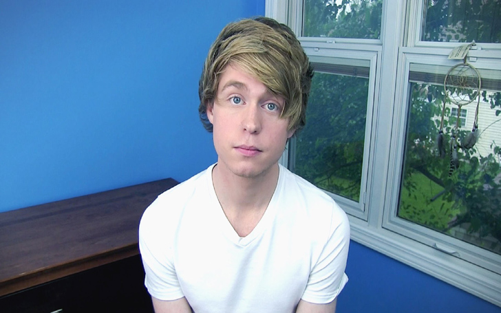 Charges of Child Pornography on YouTuber Austin Jones. Arrested At the Airport