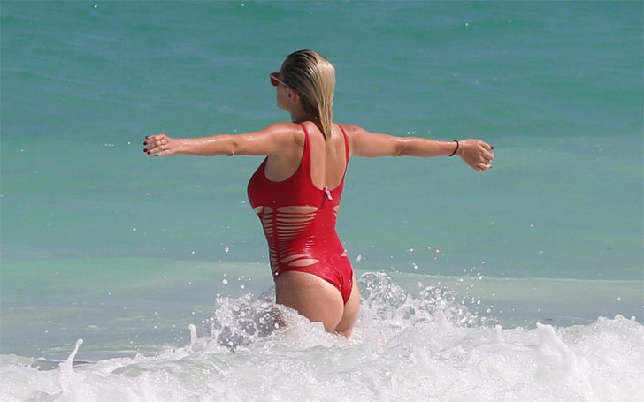 Caroline Vreeland in a Hot Red swimsuit at a Beach in Mexico, Know about her Boyfriend and Dating History