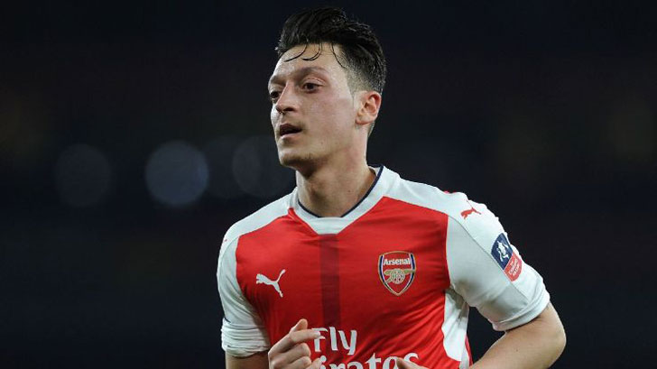 Arsenal Midfielder Mesut Ozil Hits Back at Club Legend To 'Stop Talking And Start Supporting'