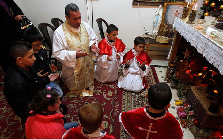 Iraqi Christians Proudly Celebrate Christmas After ISIS' Defeat