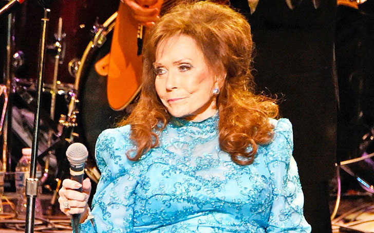 Country Singer And Hall Of Fame Loretta Lynn Suffers Broken Hip In Fall At Home