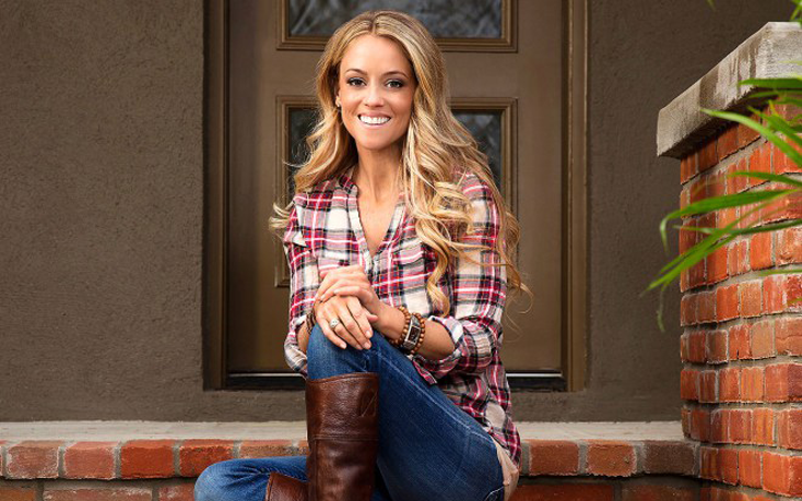Nicole Curtis: Struggling Single Mom and Rehab Addict