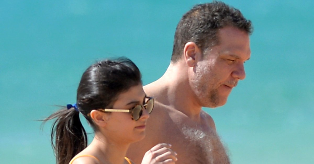 Dane Cook Shares a Passionate Kiss with His Young Girlfriend, Kelsi Taylor on the Hawaii Beach