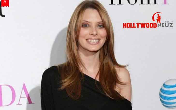 American Actress April Bowlby's Career Achievement and Net Worth She Has Managed