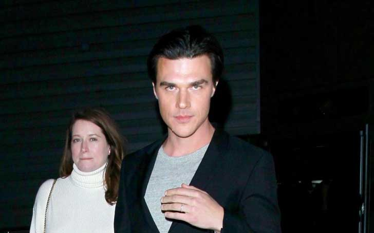 8360697df1d72 American Wittrock Star Finn Wittrock And Wife Sarah Roberts Expecting Their  First Child