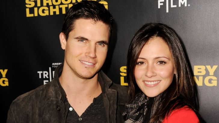 Italia Ricci and Robbie Amell Expecting Their First Child