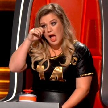 Blake Shelton Jokes about Kelly Clarkson Crying On The Voice Auditions