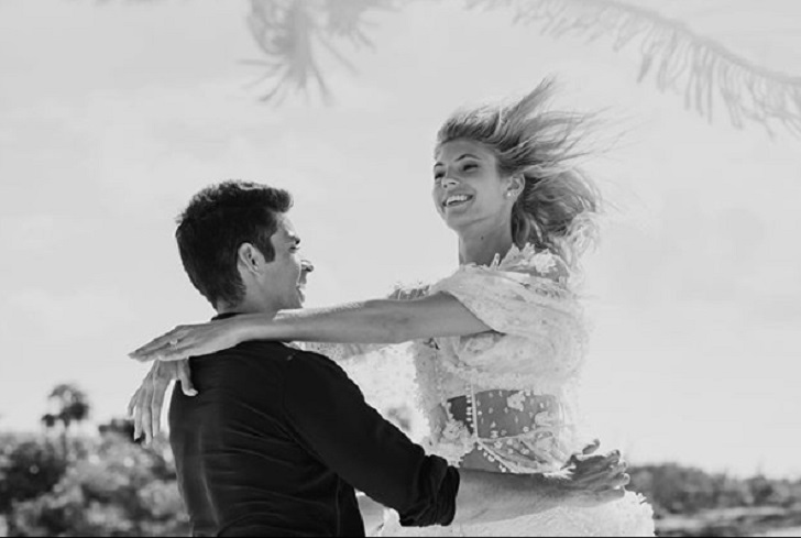 Victoria's Secret Model Devon Windsor Marries Longtime Boyfriend Johnny Barbar